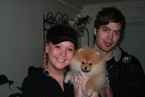 Maria & David med sin nye pomeranian Arny fra Bella Klein